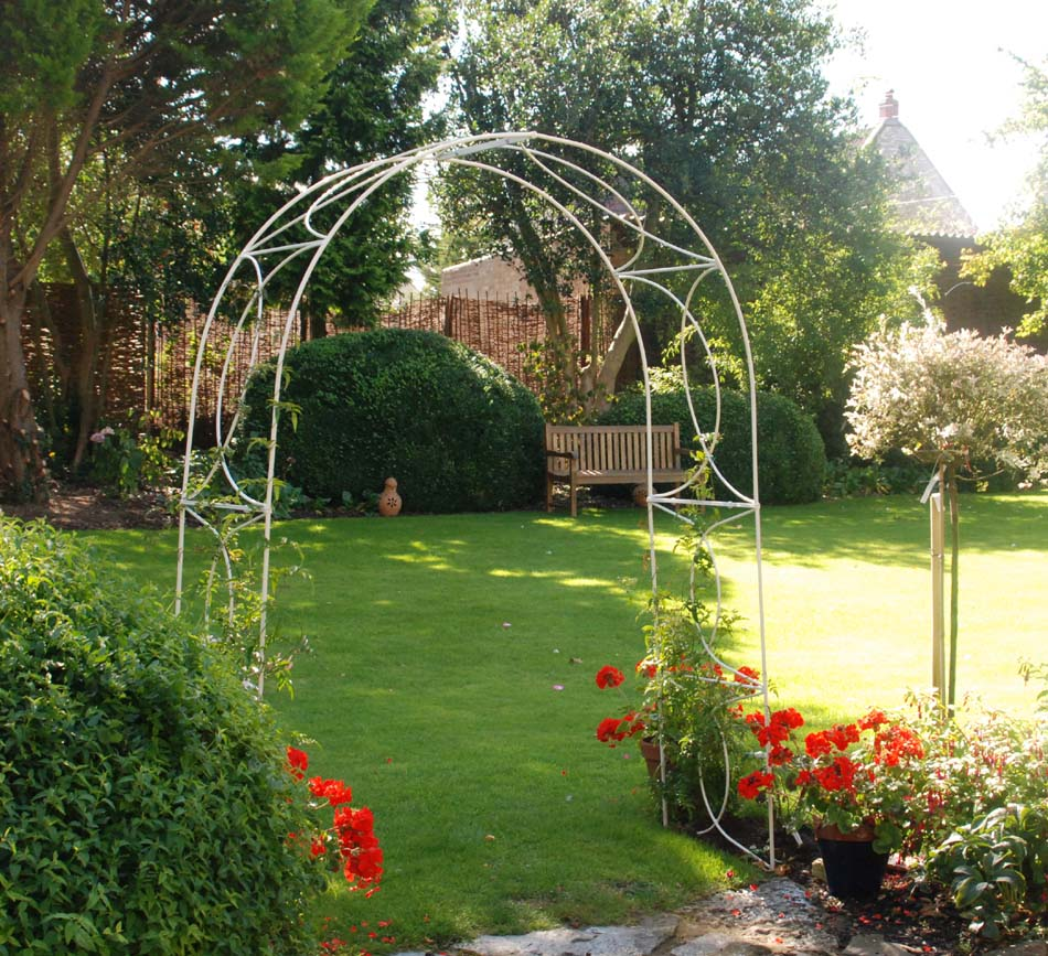 Wonderful CROSSOVER GARDEN ARCHES WHITE 4 FOOT OPENING